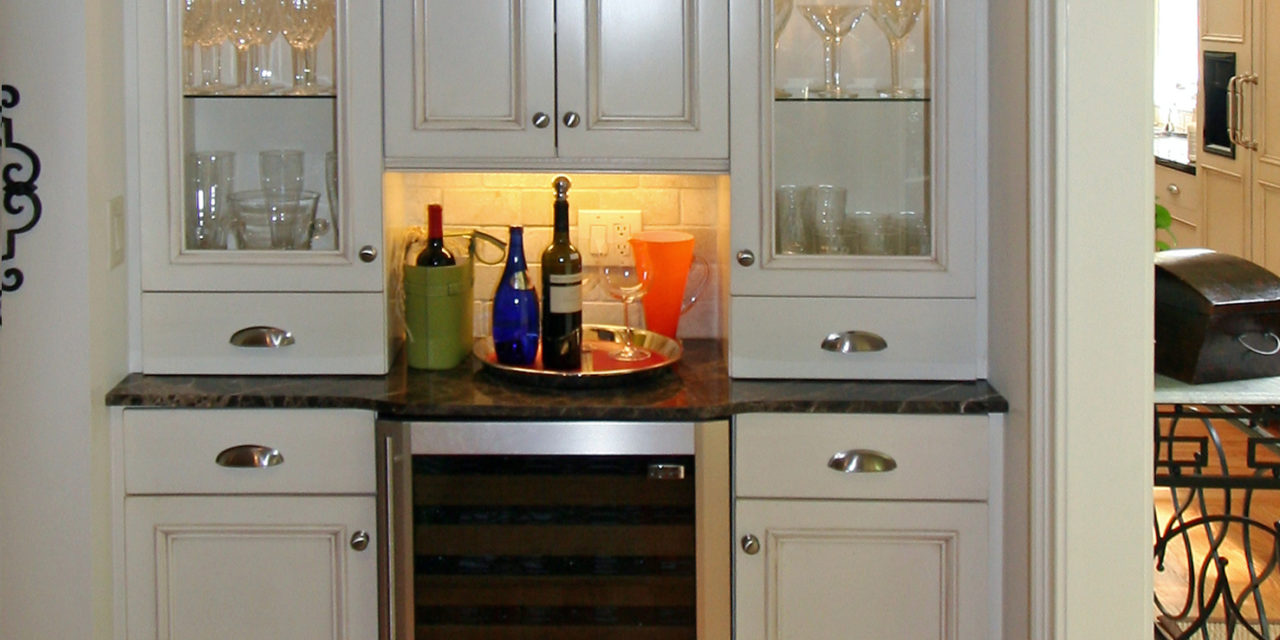 http://creativecabinetryinc.com/wp-content/uploads/2016/12/b2-kitchen-wet-bar-1280x640.jpg