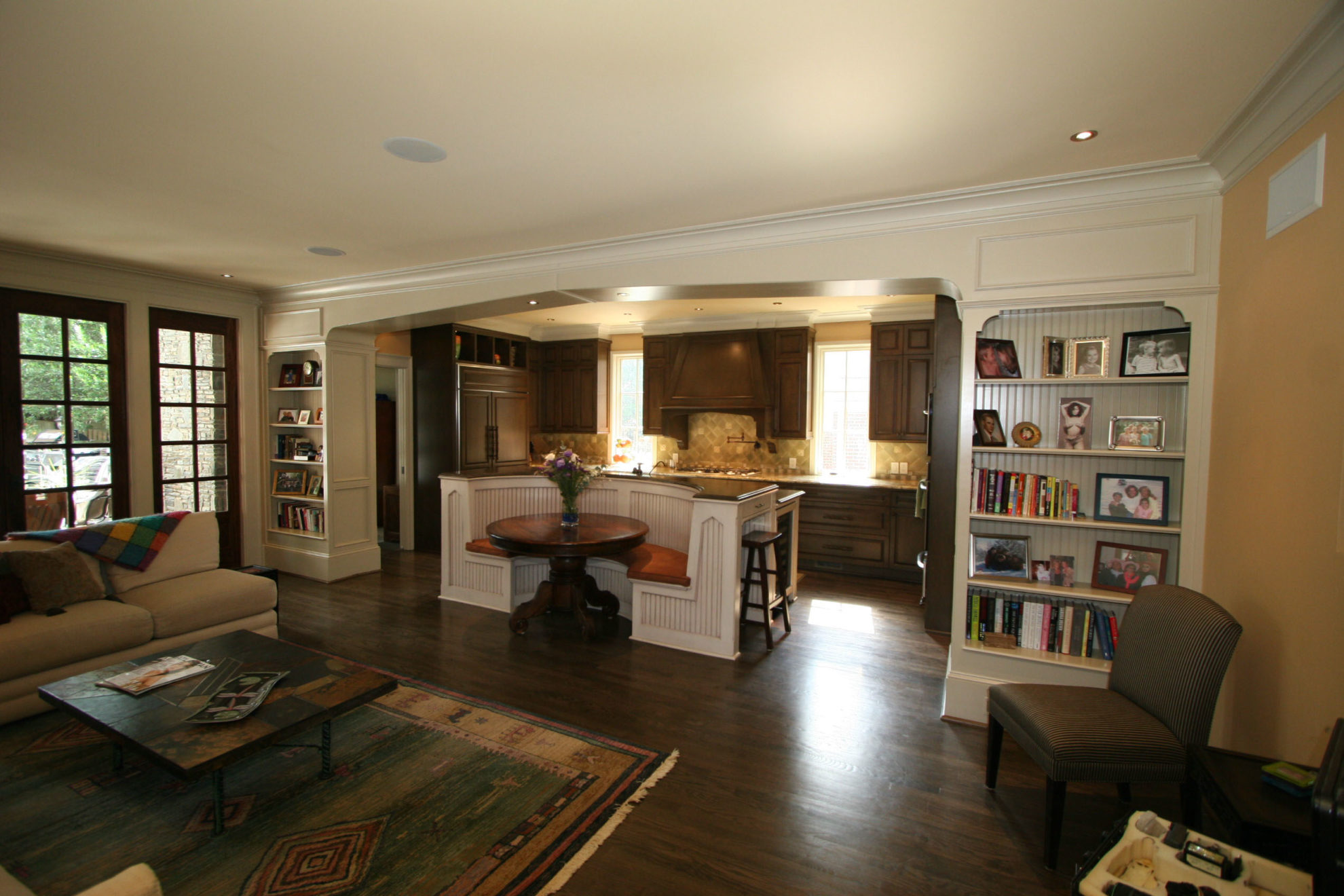 http://creativecabinetryinc.com/wp-content/uploads/2019/01/c-Living-room-bookcase-long-archway.-e1548865664252.jpg