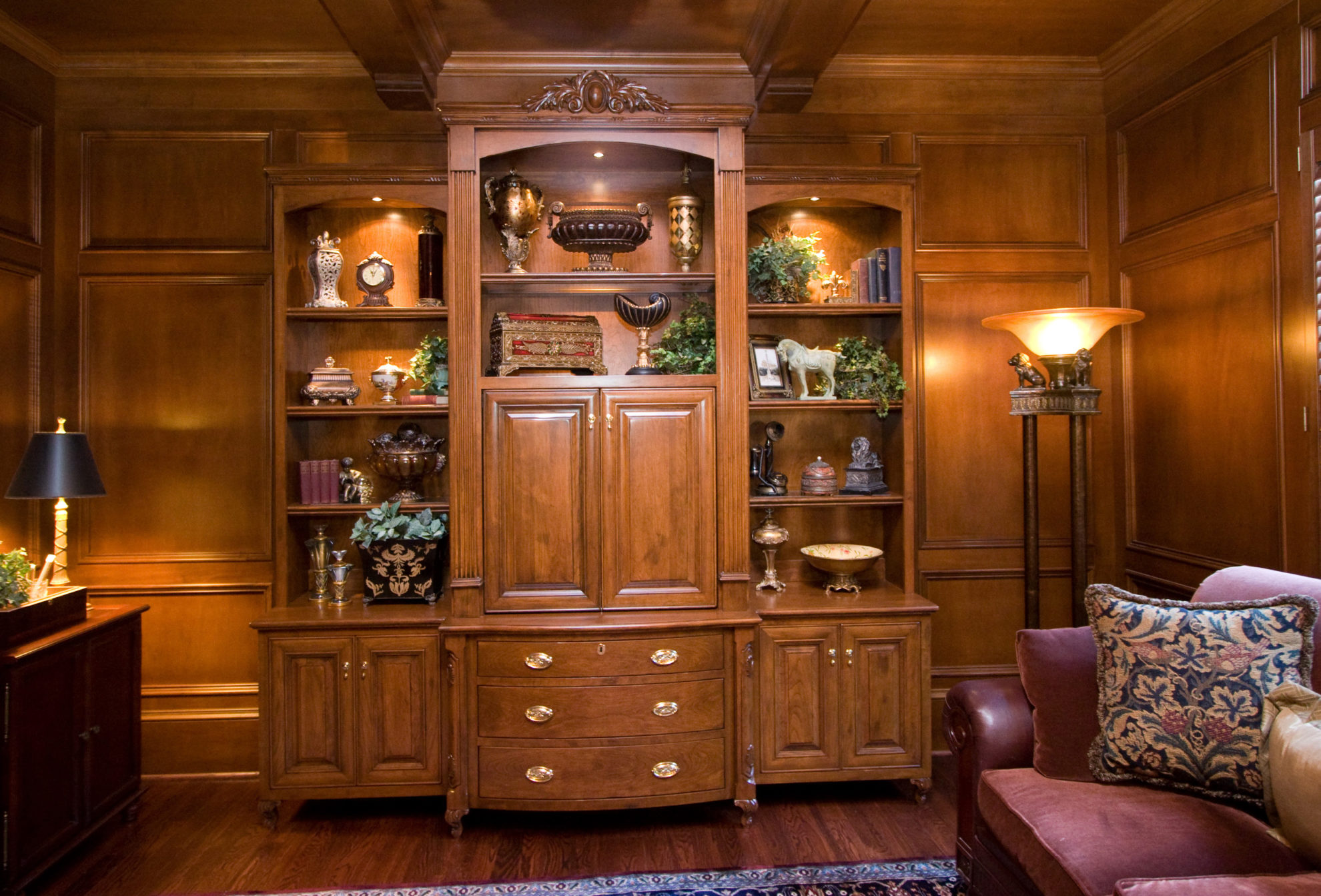 http://creativecabinetryinc.com/wp-content/uploads/2019/01/i-TV-office-display-cabinet-e1548866014564.jpg